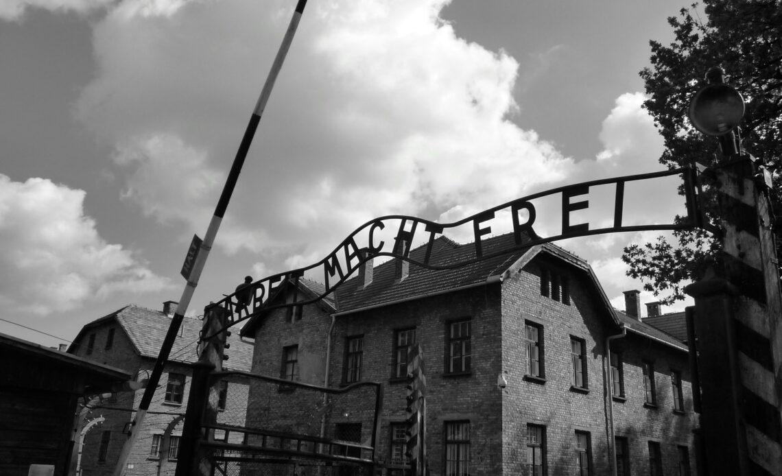 Główna brama do obozu koncentracyjnego w Oświęcimiu